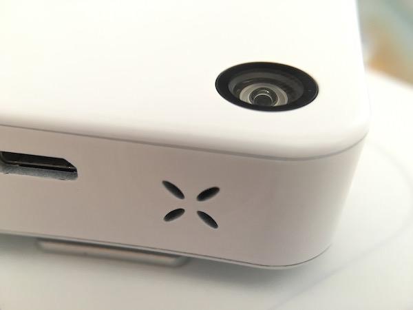 dettaglio fotocamera qlippie microfono