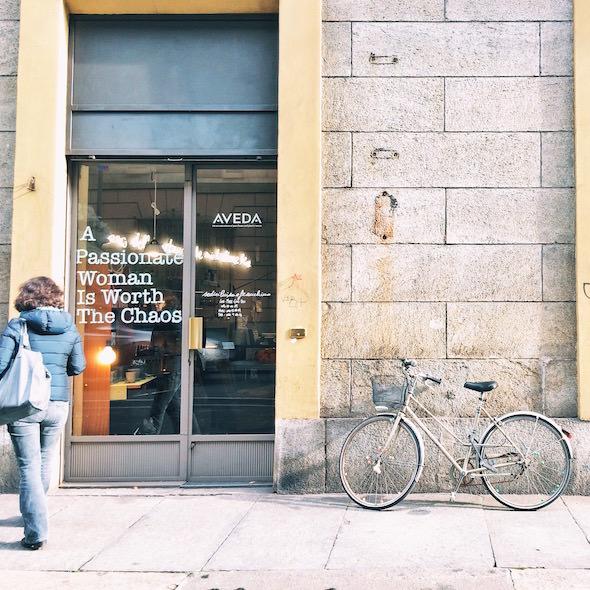 fotografia donna bicicletta