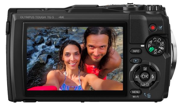 fotocamera olympus TG-5 resistente acqua