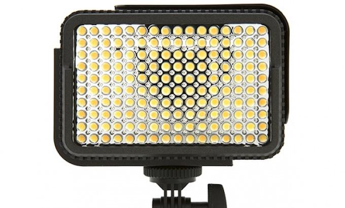 Nanguang lancia 3 nuovi luci led portatili per fotocamere for Piccole luci a led